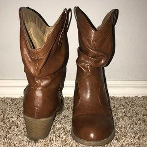 Mudd Cowboy Booties!!